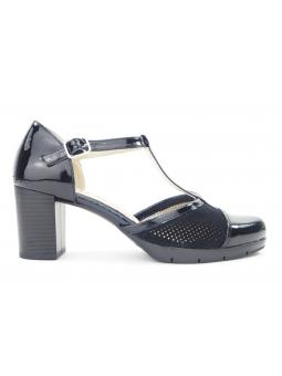 Zapato de vestir de la marca Lince con tacon en color negro y cierre con hebilla, vista lateral exterior