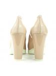 Zapato de salón YOKONO modelo WALIS en color Beig, vista del talón