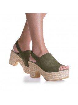 Comprar Alpargata Toni Pons Carácter Mediterráneo, modelo Espardeña Noemi-A, color Caqui, vista en los pies