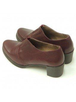Comprar Online Zapatos Yokono Shoes con tacon bajo en goma, modelo Jane 008, color burdeos, vista del talon