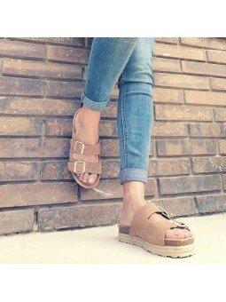 Comprar Online Sandalia con plataforma Yokono Shoes, modelo Java 066, color tierra, vista puestas