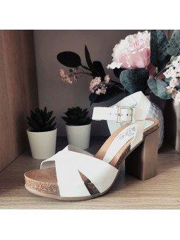 Comprar Online Sandalia Yokono Shoes con tacón, modelo Triana 066, color blanco, vista portada