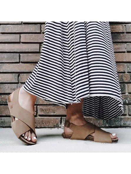 Comprar Online Sandalia plana Yokono shoes, color camel, modelo Ibiza 125, vista portada