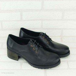 Zapato de la marca YOKONO, cierre con cordones, de piel, en color negro, vista portada