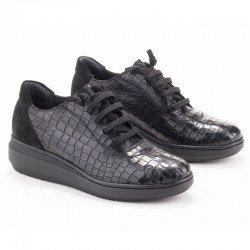 Zapatos Lince con elásticos en piel y grabado coco, modelo 2969, color negro, vista portada.