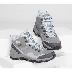 Botin Skechers Relaxed fit Trego Mountain outdoor waterproof, modelo 158258, color gris gry, vista portada.