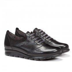 Zapatos FLUCHOS elásticos y con tecnología Dynergy, modelo F0354, color negro, vista portada.