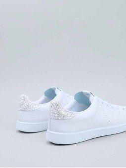 Tenis Victoria en color blanco, modelo 25104, talón glitter blanco, vista talón.