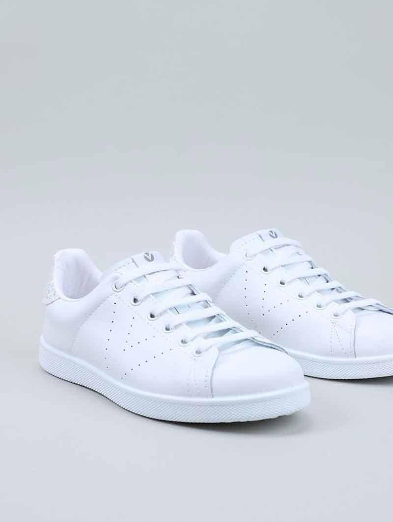 Tenis Victoria en color blanco, modelo 25104, talón glitter blanco, vista portada.