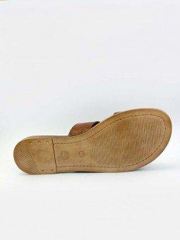 Sandalia plana Lince acolchada en piel, modelo 12014, color cuero, vista suela.