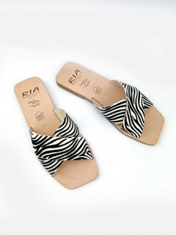 sandalia plana pala cruzada lulu ria menorca, modelo 40418, estampado animal print cebra, piel, punta cuadrada, vista superior