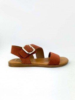 Sandalia plana Lince, modelo 07905, piel de serraje, color teja, plantilla acolchada, hebilla dorada. vista lateral