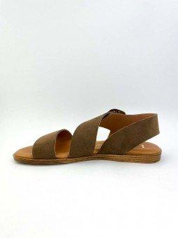 Sandalia plana Lince modelo 07905, piel serraje, color marron, plantilla acolchada, hebilla dorada. vista lateral interior.