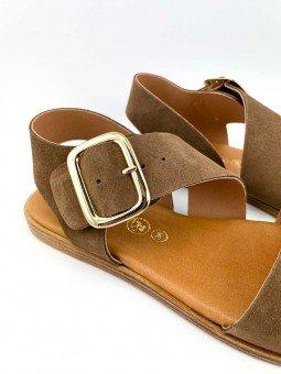 Sandalia plana Lince modelo 07905, piel serraje, color marron, plantilla acolchada, hebilla dorada. vista detalle.